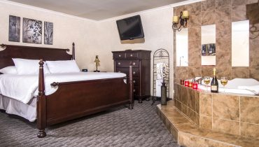 King Jacuzzi Suite #1
